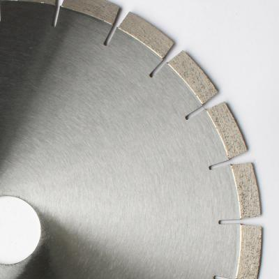 Diamond cutting blade for granite